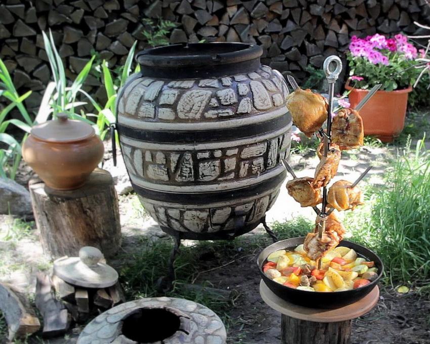 Благодаря способности тандыра удерживать температуру блюда готовятся быстрее, а также становятся сочными и ароматными