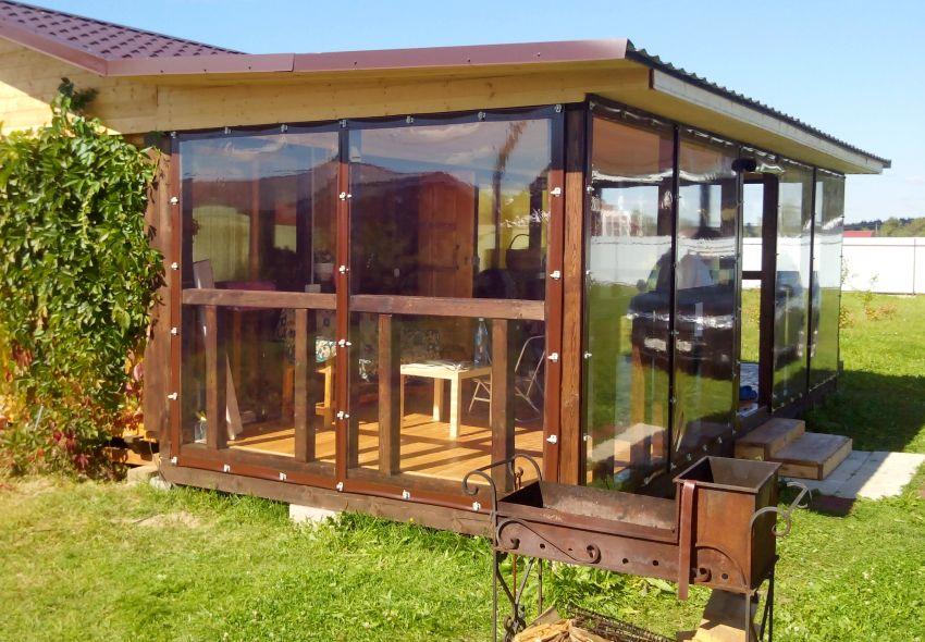 Мягкие окна прозрачные, гибкие и устойчивы к механическим воздействиям и погодным условиям