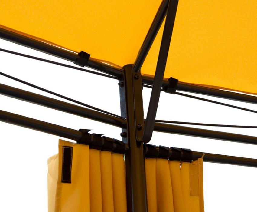 Более плотную ткань можно использовать для накрытия крыши беседки, а более легкий текстиль - для оформления ее стен