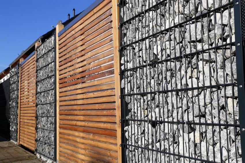 Забор из габиона надолго сохраняет привлекательный внешний вид и не требует особого ухода