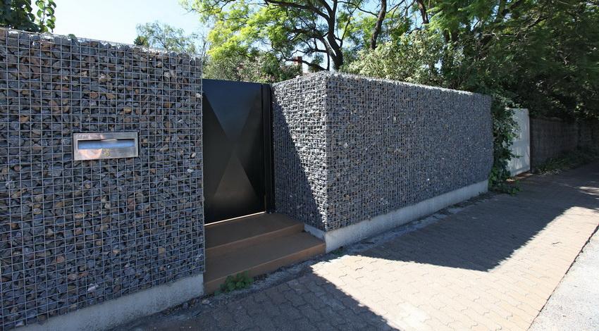 Конструкция габиона позволяет делать забор любой ширины и высоты