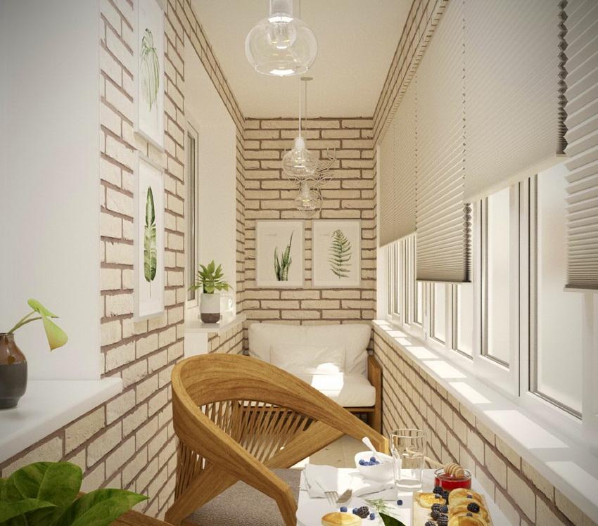 Жалюзи помогают создать атмосферу уюта в интерьере балкона