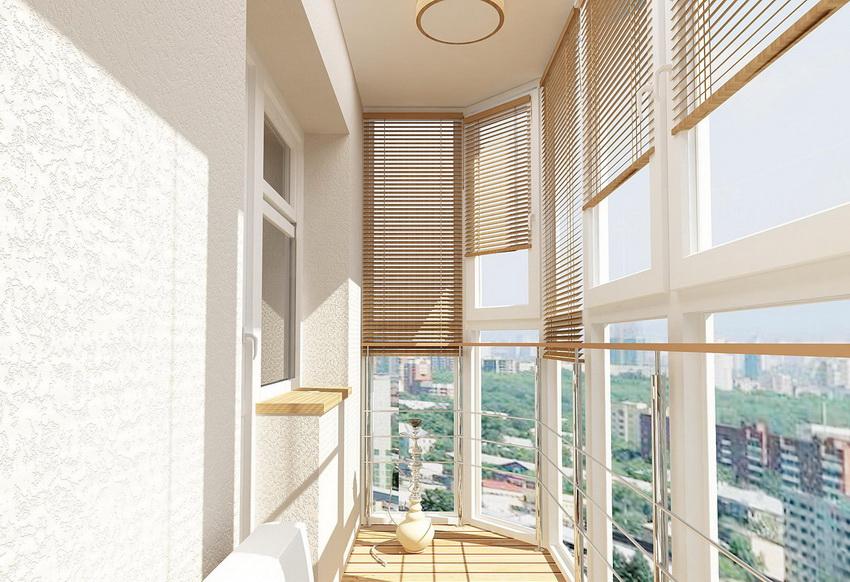 Подбирая подходящую конструкцию жалюзи необходимо учитывать особенности балкона