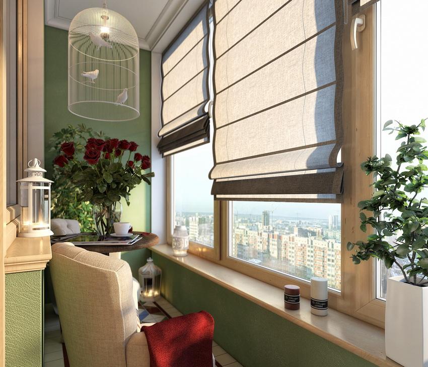 Выбор варианта конструкции и материала из которого сделаны жалюзи зависит от расположения балкона