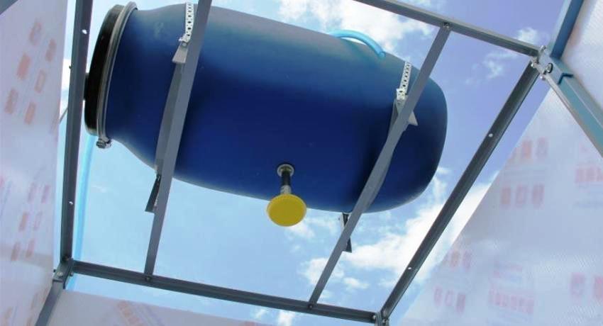 Баки для душа с подогревом являются отличным решением для дачи, ведь пользоваться ими можно не только летом, но и круглый год