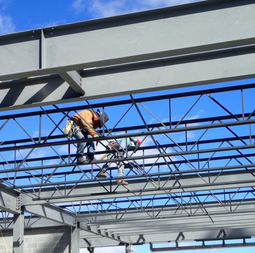 Балка двутавр № 24 - это первичный вид стальных конструкций, которые используются при строительстве как промышленных зданий, так и зданий гражданского назначения