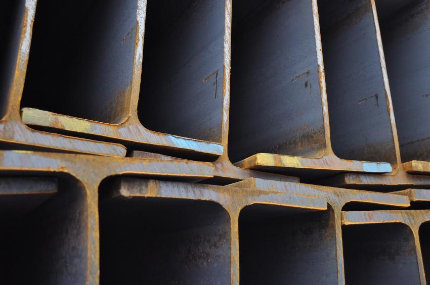Балка 30 см применяется в строительстве мощных подъемных механизмов, опорных конструкций и в строительстве стволов шахт