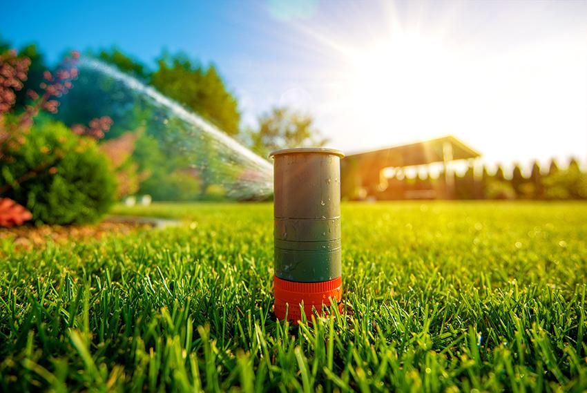 От силы давления в устройстве дождевателя зависит дальность разбрызгивания воды