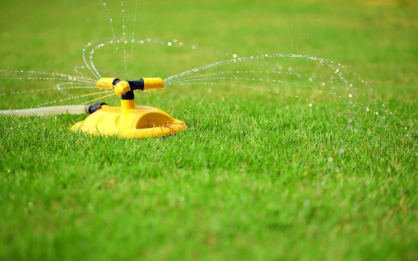 Круговые дождеватели управляемого типа способны распылять воду на расстояние от 0 до 360°