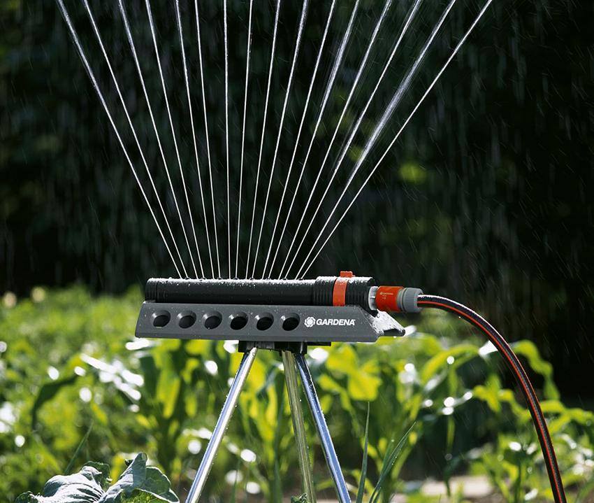 Устройства для полива Gardena Aquazoom 250/2 способны орошать участки размером до 250 м²