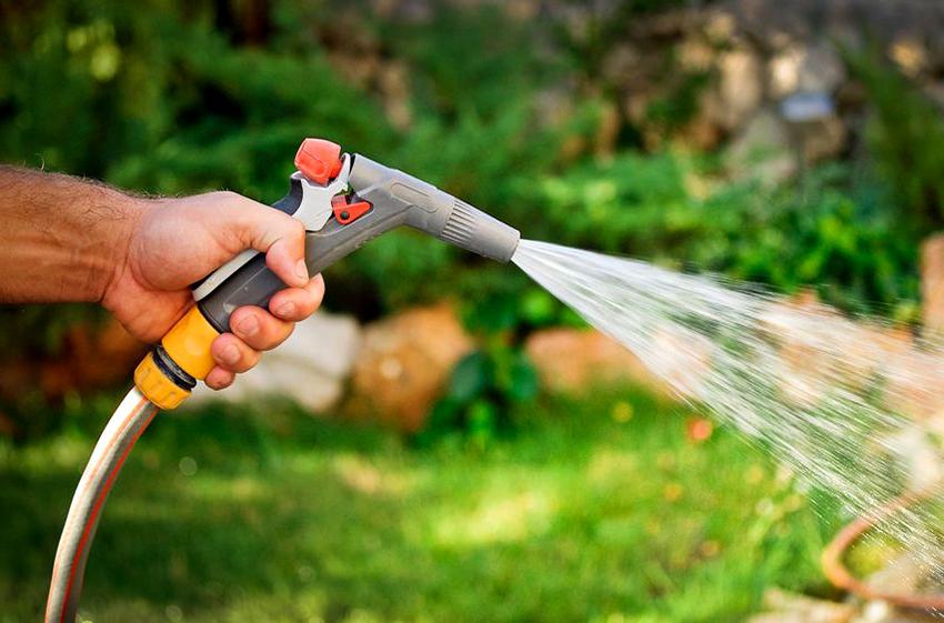 Поливочный пистолет самый дешевый вариант разбрызгивателей для воды