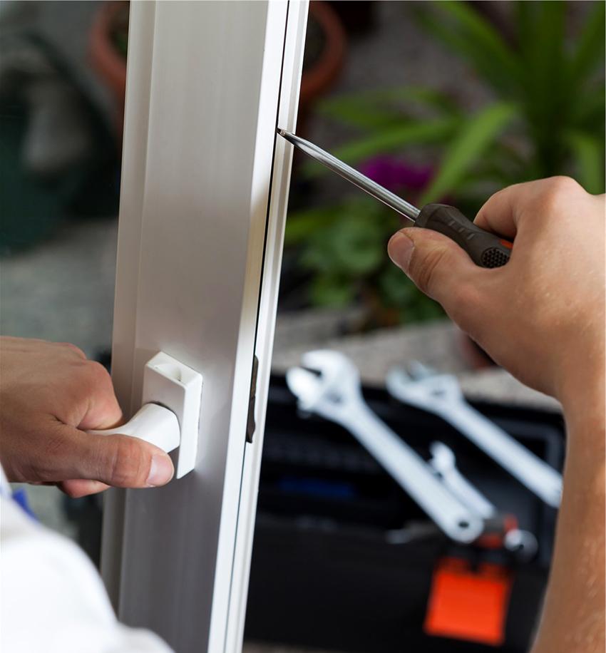 Стеклянную дверь для бани можно устанавливать только в деревянную коробку