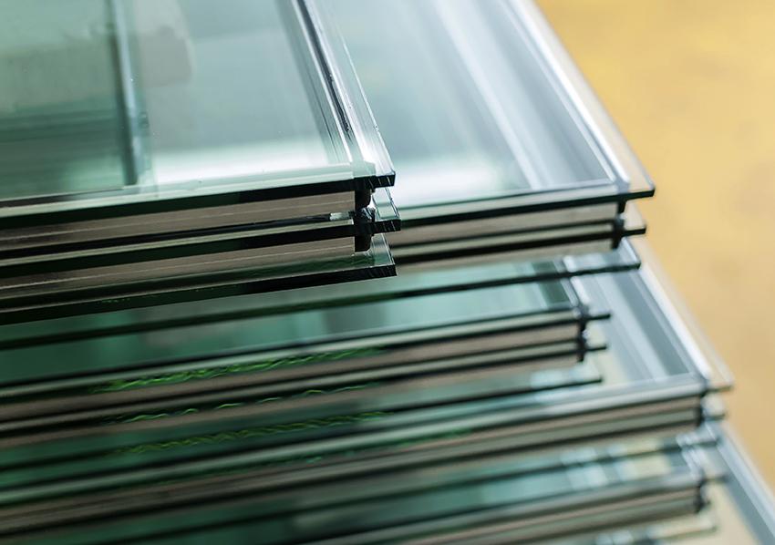 Чтобы самостоятельно изготовить дверь из стекла необходимо обладать навыками резки