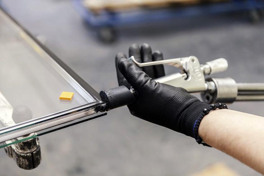 Перед тем как разрезать стекло нужно выполнить антизакаливание