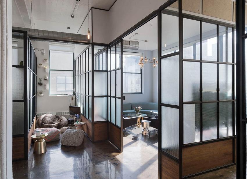 Популярный вариант для современных квартир - конструкции геометрических форм