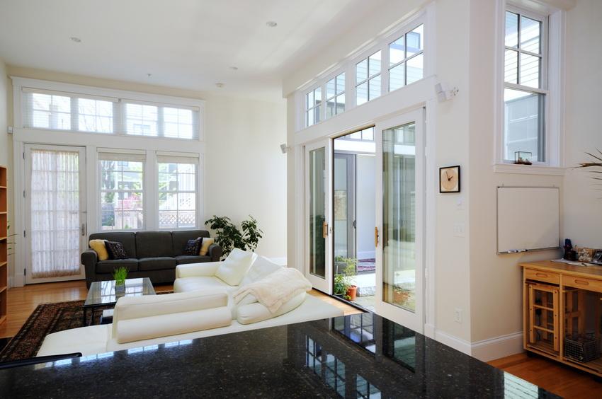 Стеклянные двери отлично подходят для всех комнат: гостиной, спальни, ванны и т. д.