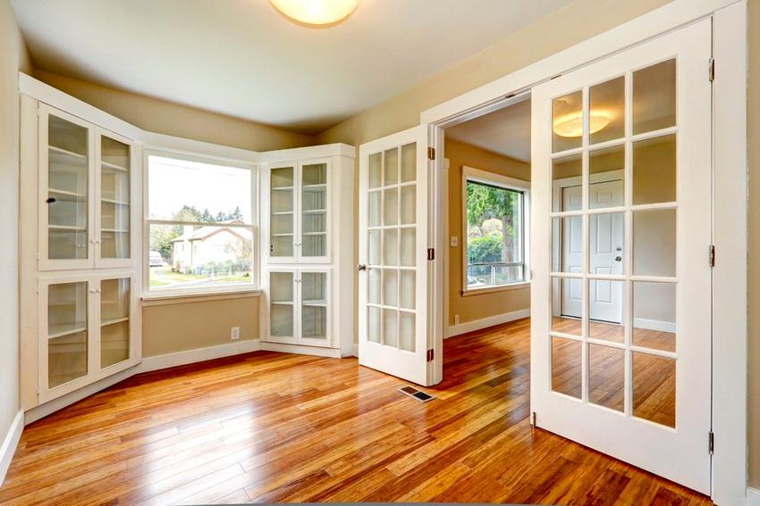 Закаленное стекло менее прочное по сравнению с триплексом, однако его неоспоримое преимущество в доступной стоимости