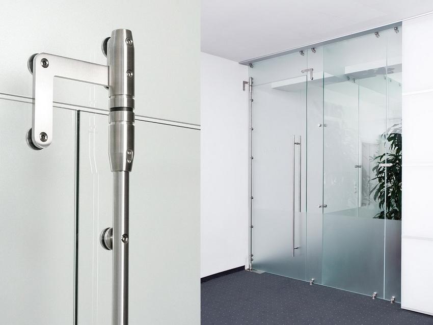 Чтобы механизм раздвижных дверей работал без перебоев, необходимо регулярно проводить осмотр и смазывание