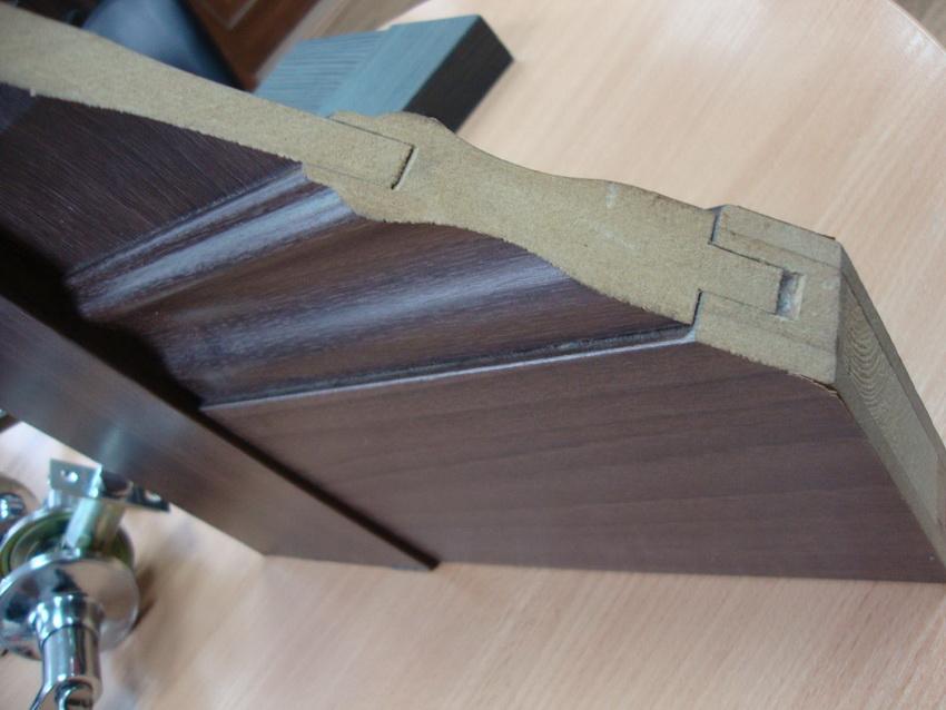 Двери из массива - это изделие изготовленное из цельных досок натурального происхождения
