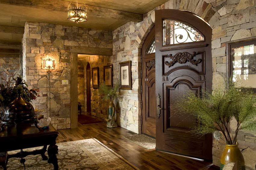Если позволяет пространство, можно установить массивную дверь из дерева