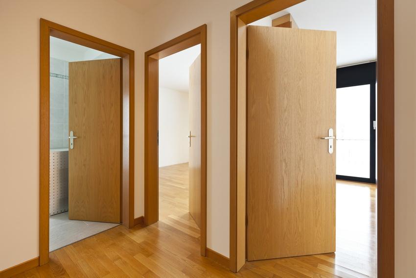 Стоимость дверей из массива зависит от сложности изготовления и породы дерева