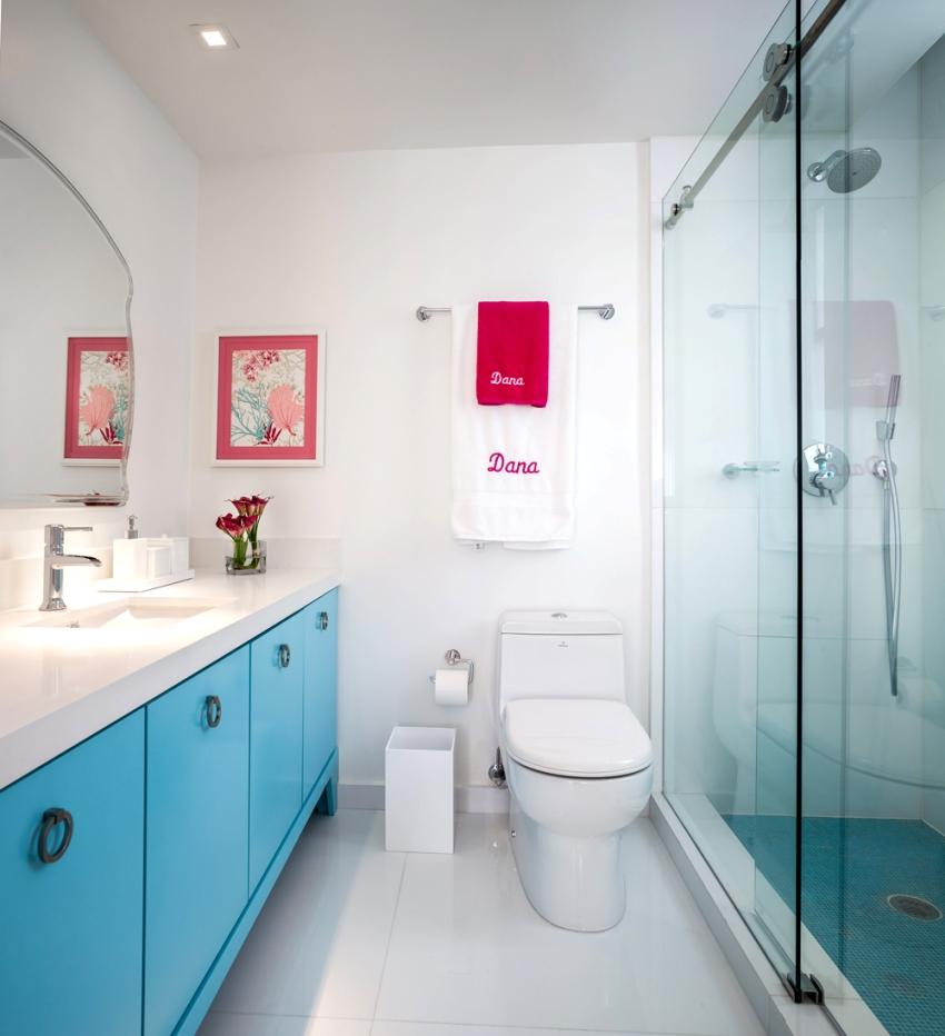 Cтеклянные двери для душевых кабин изящны и являются отличным дополнением к ванной любого стиля