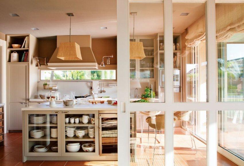 По типу конструкции можно выделить такие виды дверей: сдвижные, стеклянные двери-купе, а также откатные