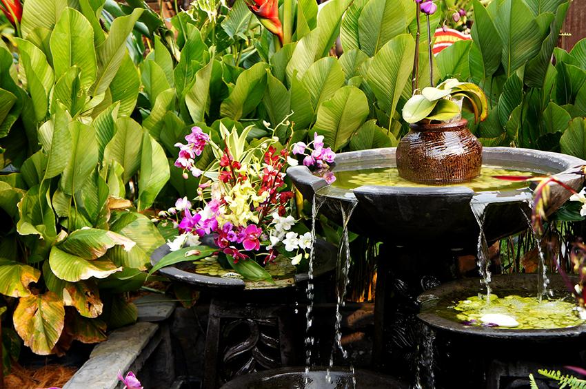 По типу исполнения фонтаны бывают погружные, каскадные и стационарные