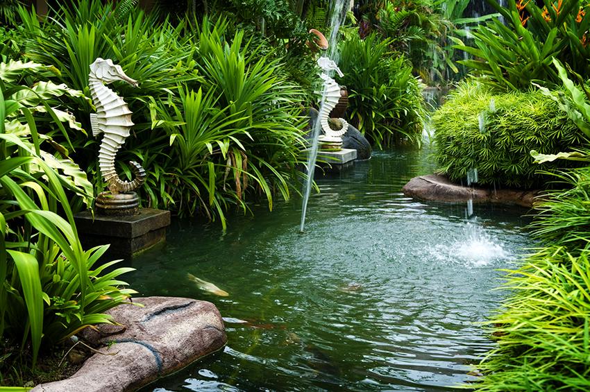 В фонтанах типа «Рыбий хвост» водный поток состоит из отдельных струй