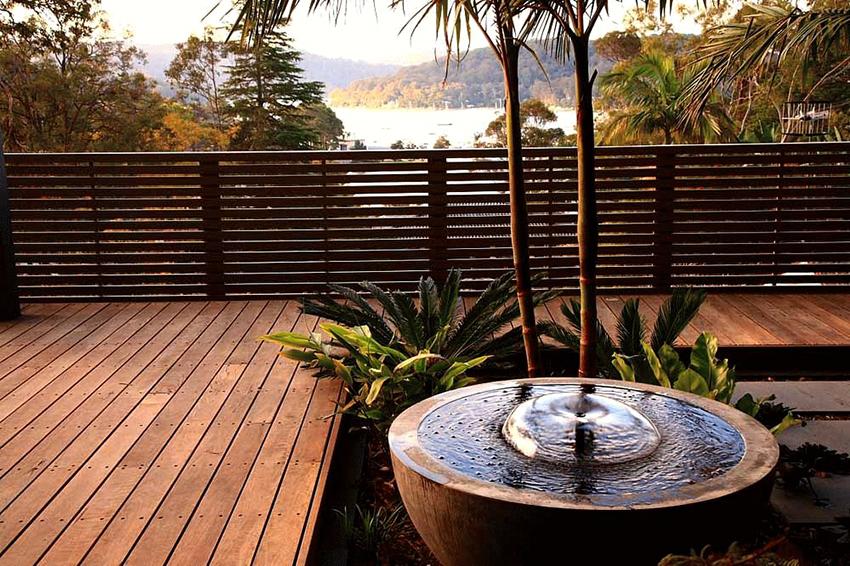 Водная струя в фонтанах типа «Колокол» образует форму купола