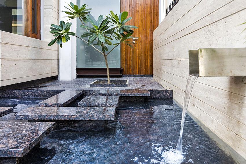 Водопады и фонтаны в квартире наполняют воздух свежестью и создают в помещении приятную атмосферу