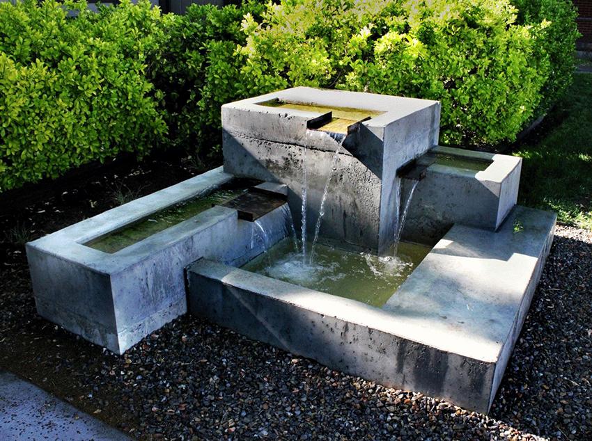Самым популярным искусственным материалом для фонтанов является полистоун