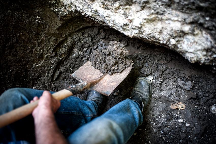 Первым этапом в создании стационарного фонтана является рытье котлована