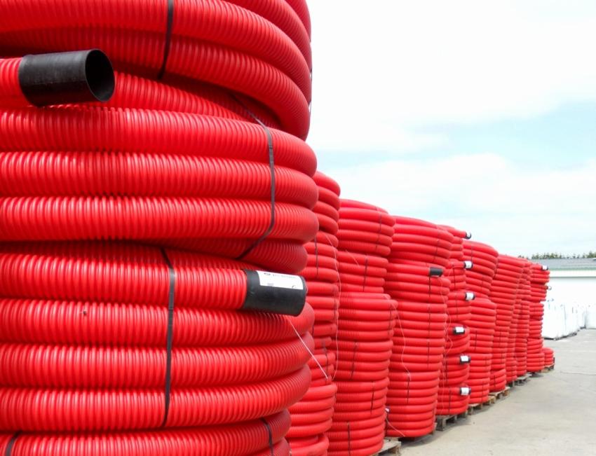 Гофрированная труба ПВХ продается в бухтах по 25 – 100 м, чаще всего с зондом или протяжкой
