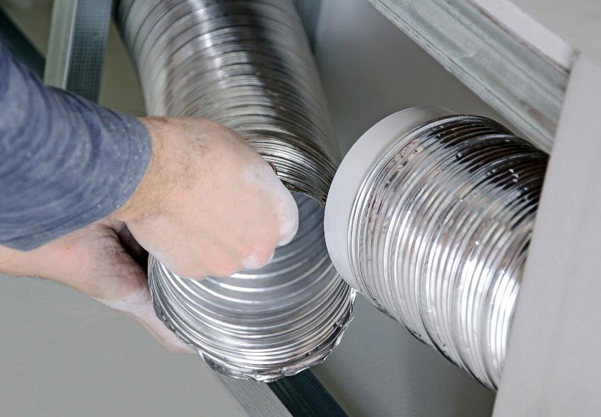 Для соединения нескольких гофротруб целесообразней всего воспользоваться алюминиевым скотчем