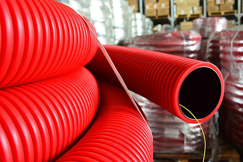 Пластиковая гофра применяется как для вытяжек, так и обустройства сантехники