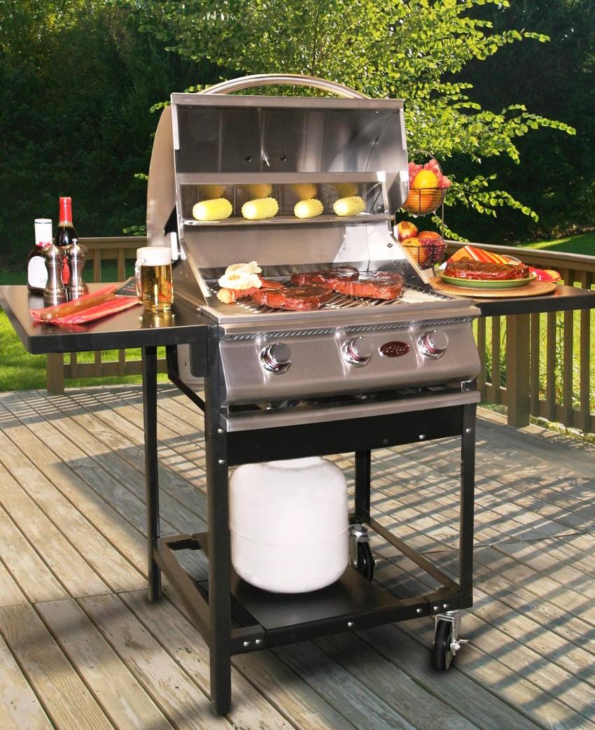 Приемлемый вариант для большой семьи - это габаритный электрический гриль способный одновременно приготовить 12-15 порций