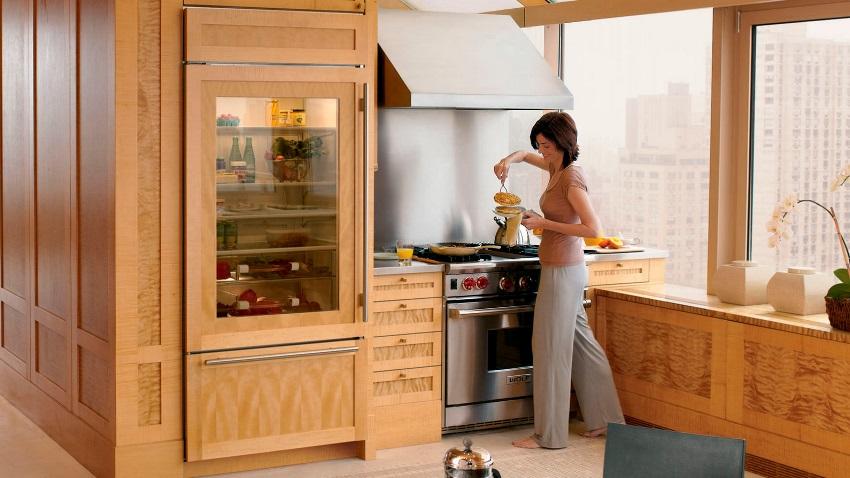 Холодильник с прозрачной дверью может быть выполнен в любом дизайне