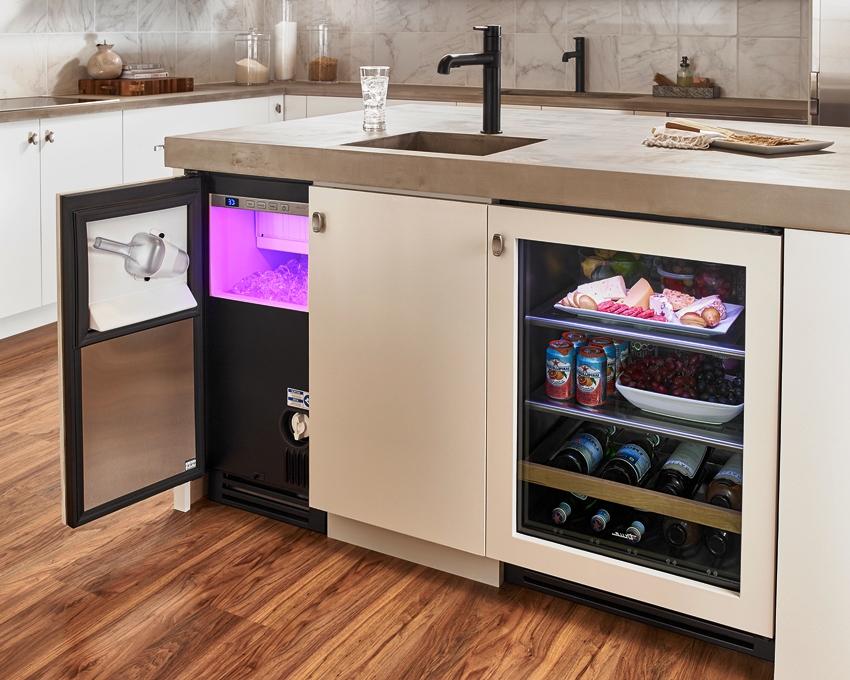 Управлять и следить за холодильником можно с помощью специального приложения на телефоне