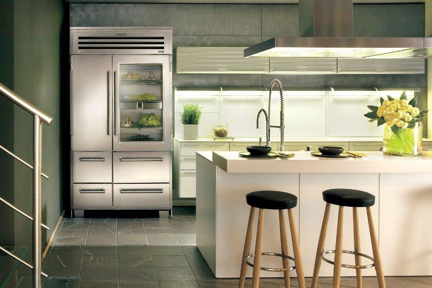 Нередко холодильники с прозрачной дверью делают двухстворчатыми