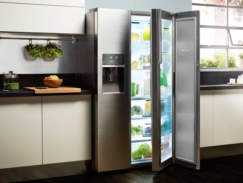 Холодильник со стеклом хорошо смотрится в любом интерьере