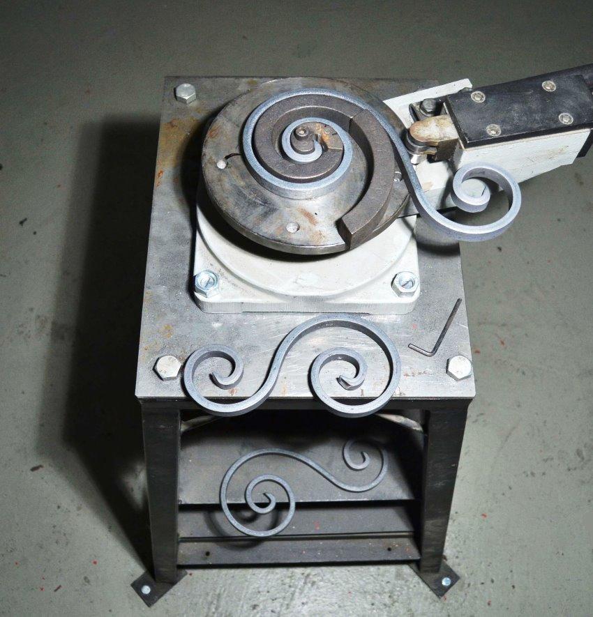 Инструмент улитка позваляет создавать из кованого металла завитки