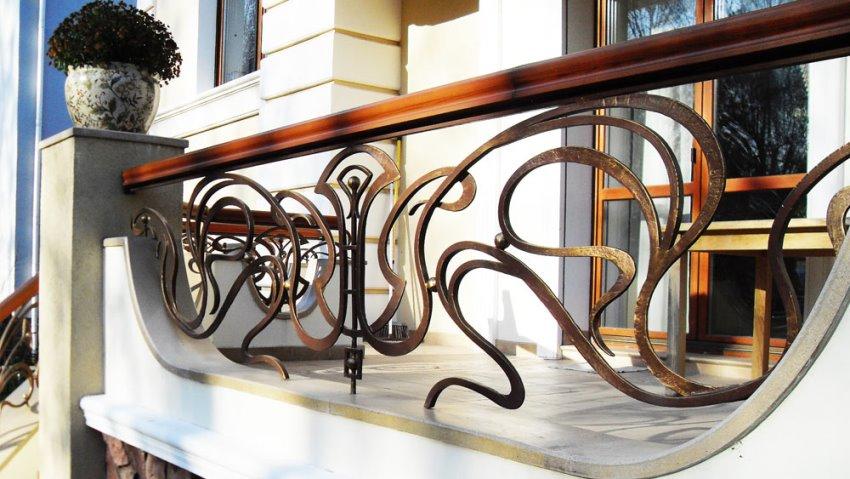 Красивые кованые изделия могут быть выполнены в различных стилях