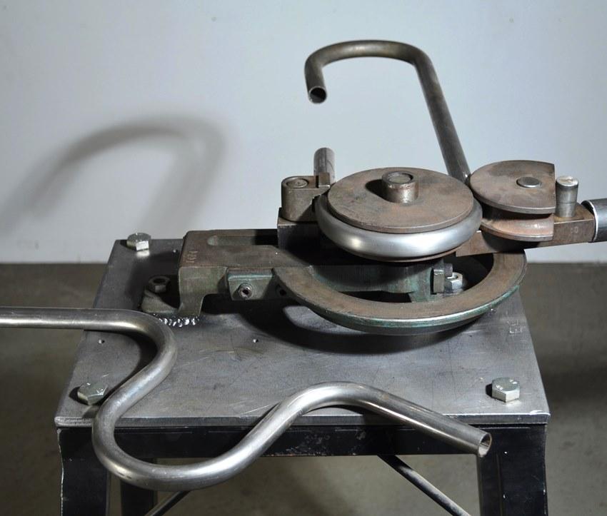 Инструмент вальцовки гнутик довольно прост в использовании