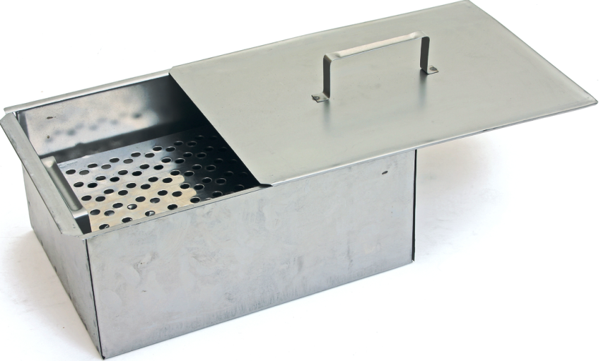 При изготовлении коптильни горячего копчения своими руками важно учитывать, что все материалы должны быть выполнены из нержавеющих металлов