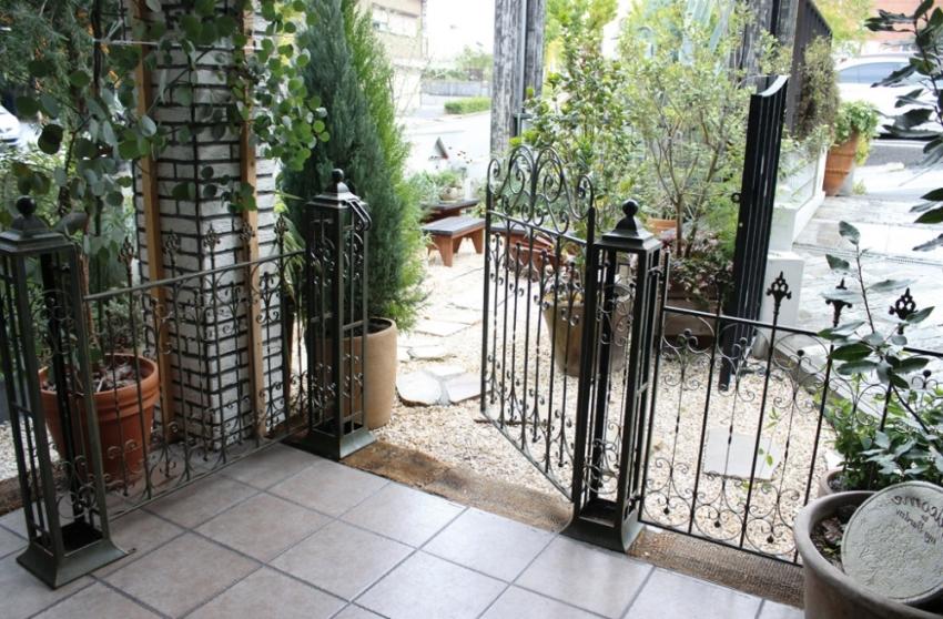 Кованые калитки: фото элегантных металлических конструкций подробно, с фото