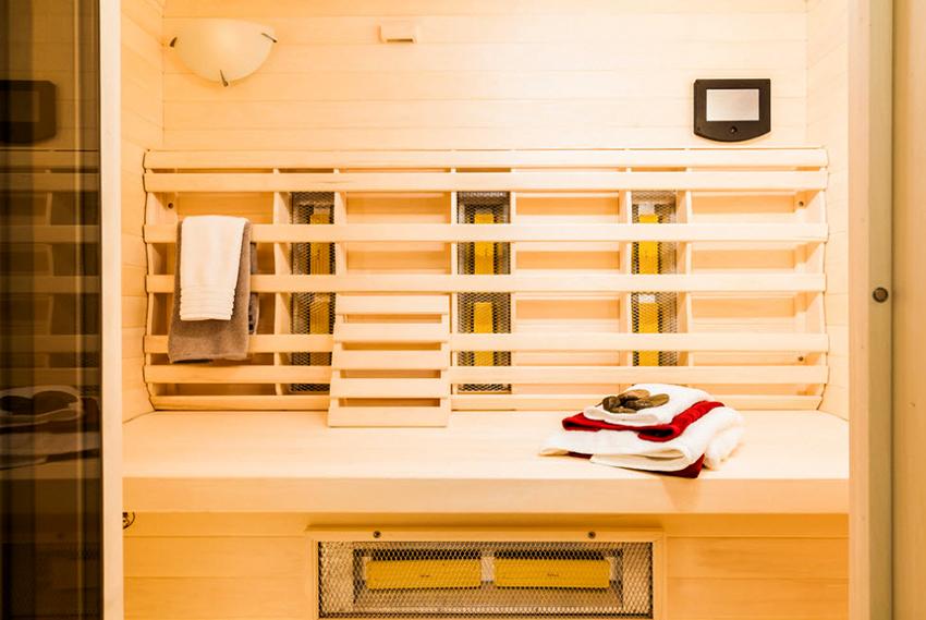 Раздевалку можно оборудовать оригинальной вешалкой для одежды и полотенец