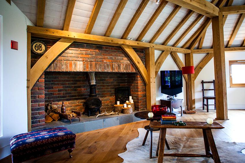 Чтобы сделать комнату отдыха более уютной можно украсить ее разными деталями