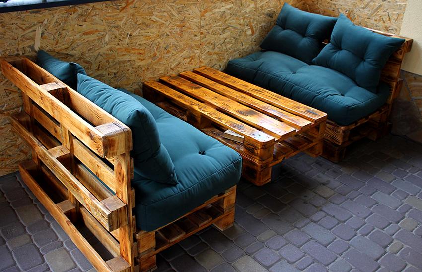 В бане или сауне будет хорошо смотреться набор мебели из поддонов