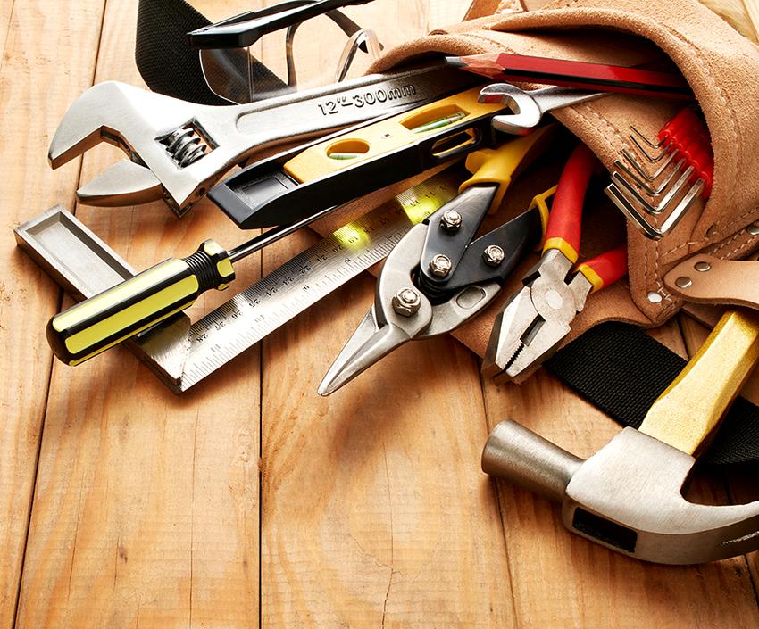 Чтобы сделать мебель своими руками необходимо запастись необходимыми инструментами